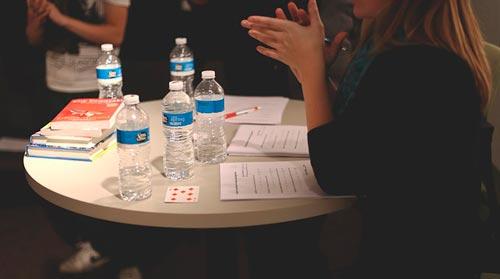 Beneficios de trabajar en equipo en una oficina: Reuniones en persona