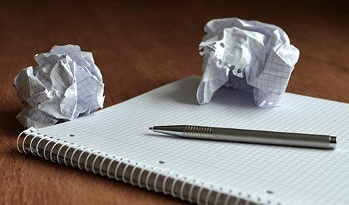 Cómo aprender a redactar impulsa tu carrera como diseñador: Entender y desarrollar ideas