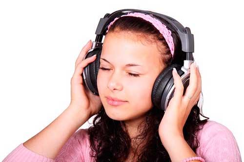 actividades-incorporar-rutina-evitar-bloqueo-creativo-escuchar-musica