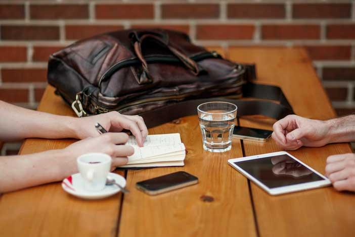 consejos-esenciales-comunicacion-efectiva-cliente-disenador-freelance-solucionar-problemas
