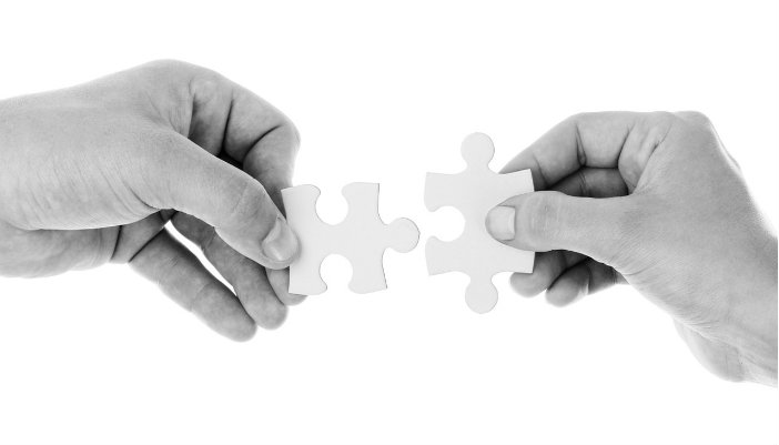 diferencias-disenador-web-desarrollador-web-trabajo-en-equipo